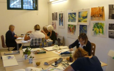 Lezione di pittura botanica nello studio di Milano
